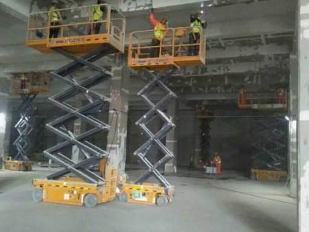 常规移动剪叉式升降机使用方法
