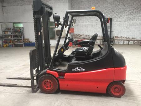 林德E25两级升高3米,四轮实心胎,载重2.5吨