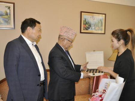 尼泊尔前总理、世界佛教中心主席马达夫·库马尔·尼帕尔访问西安     —— 澳门博彩健康产业集团董事局主席刘志明会见前总理|企业新闻-陕西省澳门博彩生物工程股份有限公司