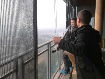 成都无轨折叠纱窗安装南苑小区外阳台无轨折叠纱门窗安装
