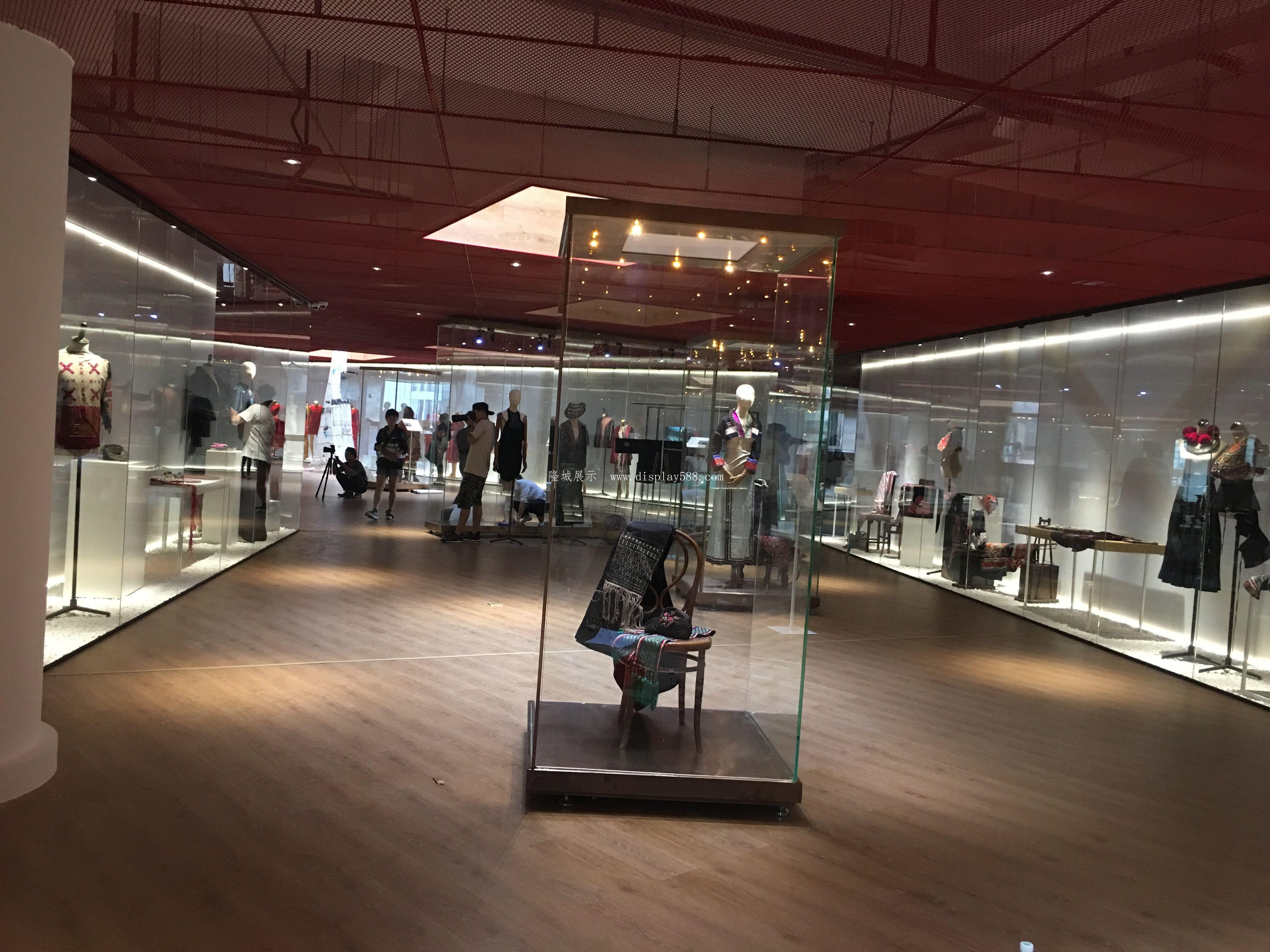 博物馆展柜常用的制作材料