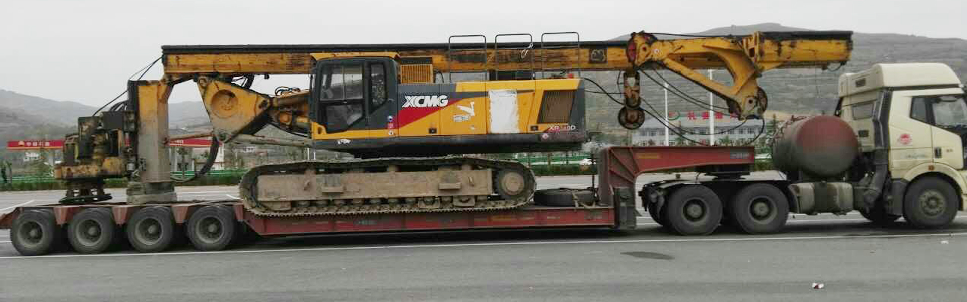 工程机械挖掘机运输