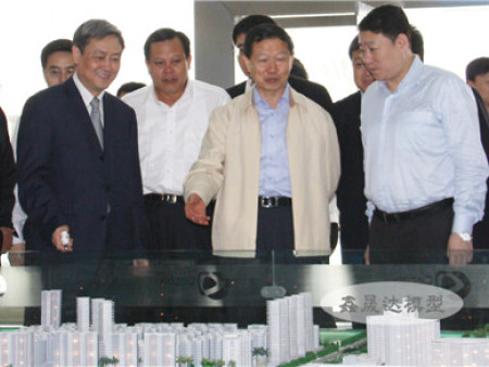 國資委主任李榮融觀摩模型