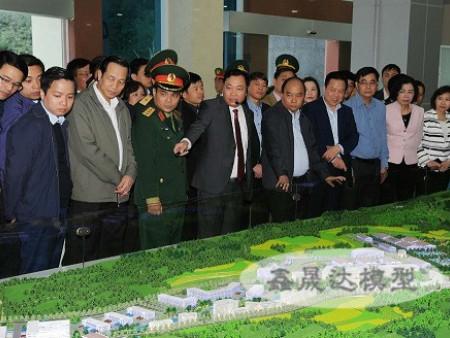 越南總理觀摩我公司制作的沙盤模型
