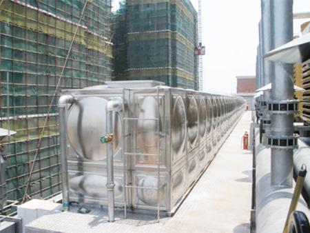 7天快捷酒店安裝不銹鋼水箱案例