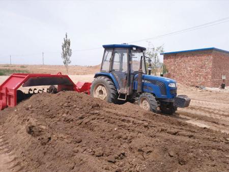 XGFD-2500型侧牵引式有机肥翻堆机