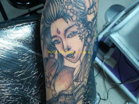 郑州天龙纹身:纹身培训,学纹身,讲课中1