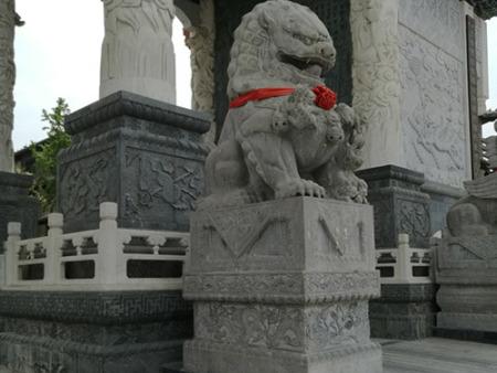 青石狮子雕塑