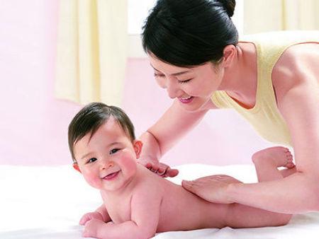 給寶寶喂奶時需要注意什么?