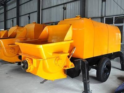 在维护混凝土输送泵发动机时,注意检查气缸盖是否有沙眼