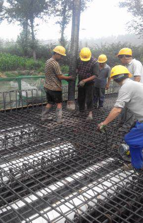空心板桥梁混凝土的振捣操作