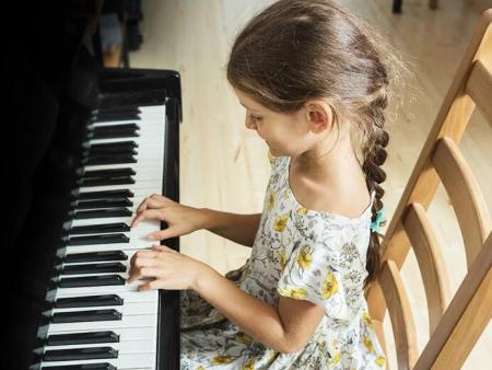 从小培养孩子学钢琴 有哪些好处?