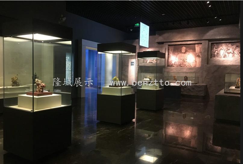 隆城展示与您分享博物馆展柜对于玻璃的要求。