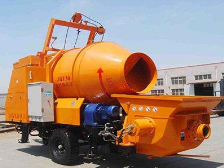 小型混凝土输送泵输送管堵塞的原因有那些?