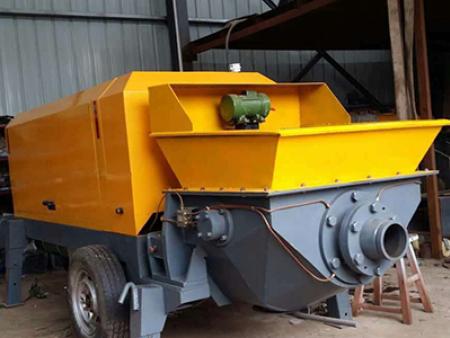 混凝土输送泵车在运送混凝土的过程中起到了保温隔热的作用