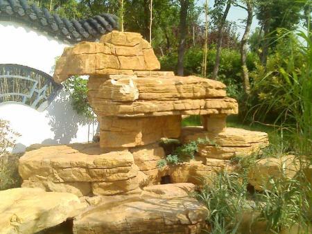 庭院千层石假山制作中适合使用哪些假山石料