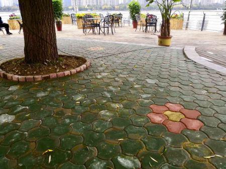 透水路面磚跟隨社會經濟的發展和城市建設的進程