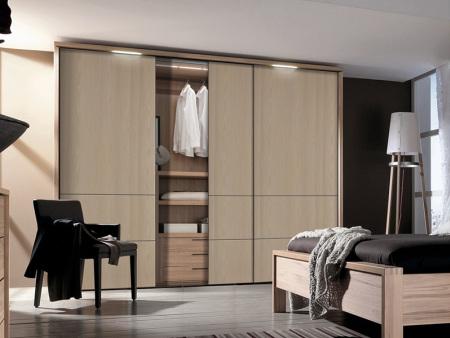兰州衣柜定制厂家——定制衣柜是否应该选择用多层家具板