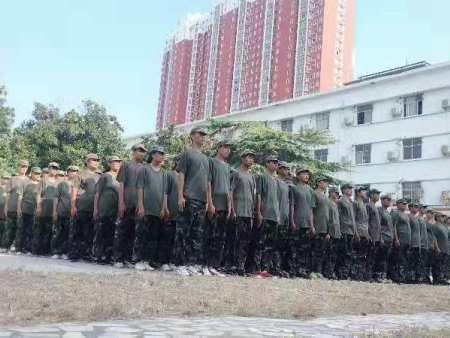 南陽第五職業技術學院秋期軍訓