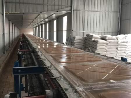 全自动石膏板生产线的工艺简单,能耗低,易于量化生产