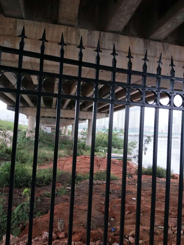 小区绿化带栅栏、pvc塑钢草坪围栏、pvc隔离防护栏杆