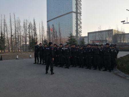 中建锦绣城开盘祥瑞特勤维护全场秩序