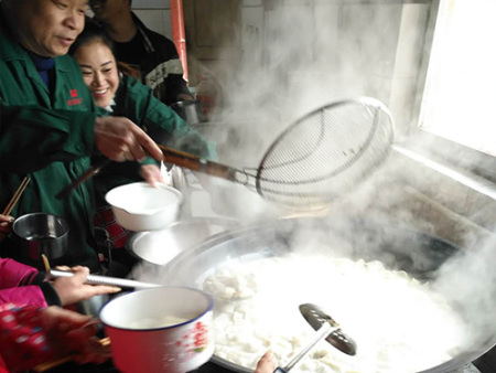冬至到,新乡宏拓电子员工吃饺子啦!