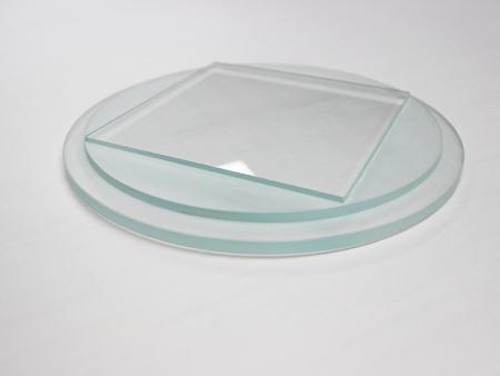 台阶玻璃可以通过多种参数的调控提升效率