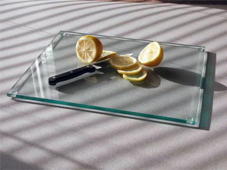 玻璃菜板可以选择优良的材料加工而成