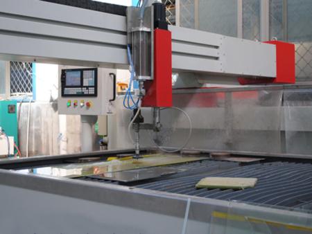 可以使用丁基胶来完成炉灶钢化玻璃的密封