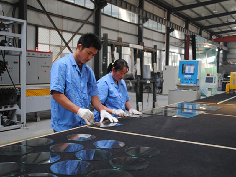 有色玻璃生产应该注意什么