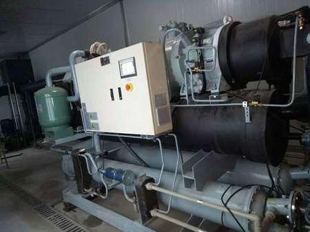 哈尔滨一铭艺术学校花样滑冰场--盐水冷冻机低温螺杆盐水机组调试成功!