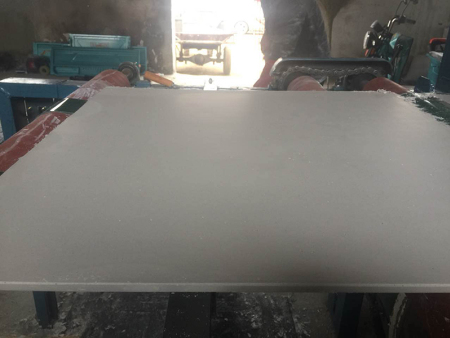 石膏天花板生产设备在使用过程要按时更换零件!