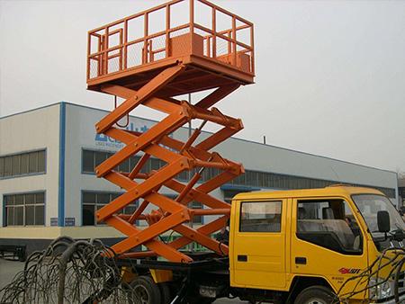 升降货梯厂家:液压升降机液压油的油量控制及油温过高处理方法