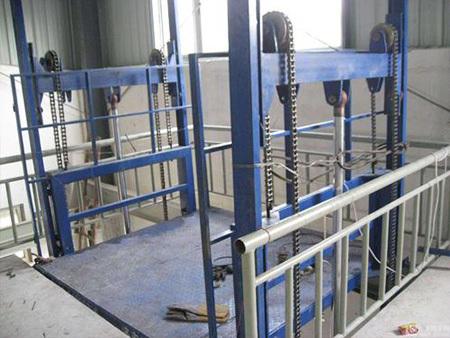河南液压升降平台厂家介绍导轨式升降货梯的优势与维护介绍导轨式升降货梯的优势与维护