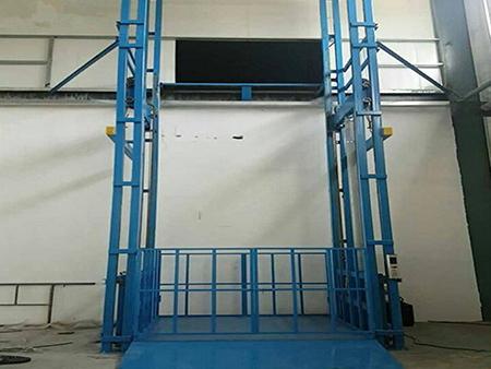 导轨式升降货梯根据不同要求可选择不同动力形式