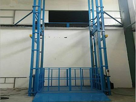 倉庫貨梯廠家簡述其使用和保養要點