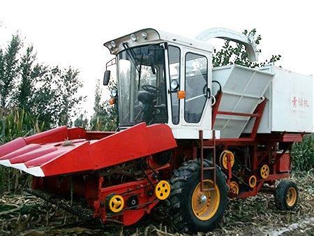 新乡青储机制造厂带你了解玉米秸秆收割机的使用优势