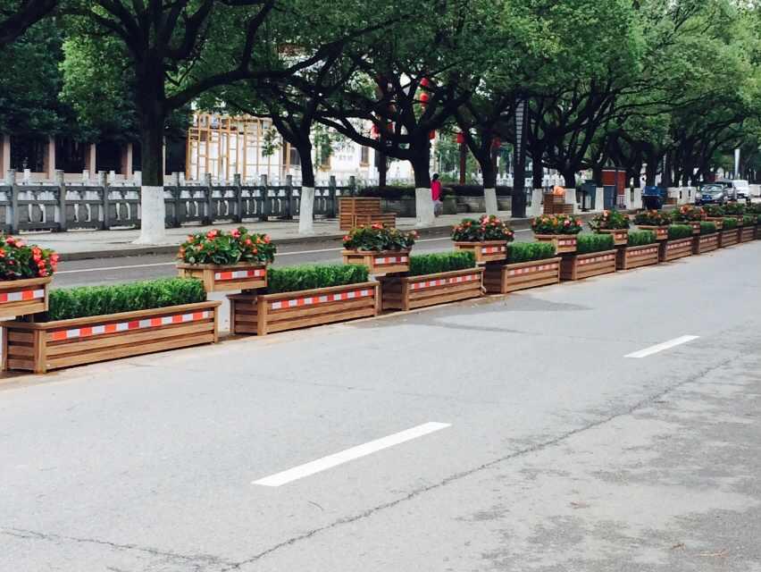 沈阳PVC花箱生产厂家告诉您道路绿化为什么选择PVC花箱!