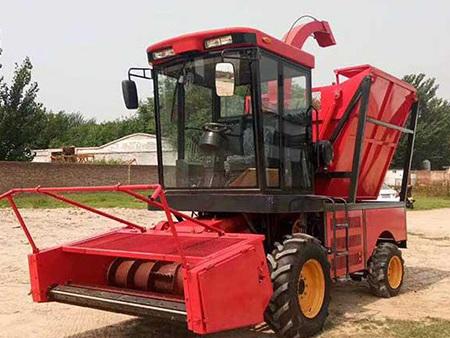 青储机生产厂家简述玉米收获机的使用特点
