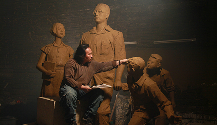陶行知雕塑站立的雕像