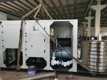 遼寧海安鑫機械設備有限公司,專業工業制冷領域的先行者,-100度超低溫復疊機組,甘肅客戶現場調試運行驗收合格  ?。。。。?!