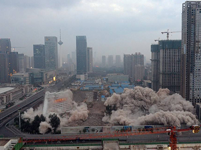 广东房屋拆除过程中,容易引发事故的因素有哪些?