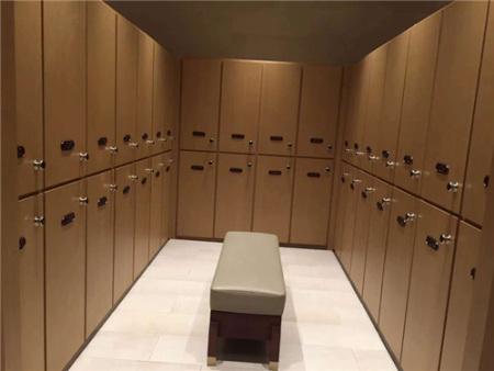 木质更衣柜使用六种常见家庭生活小用品