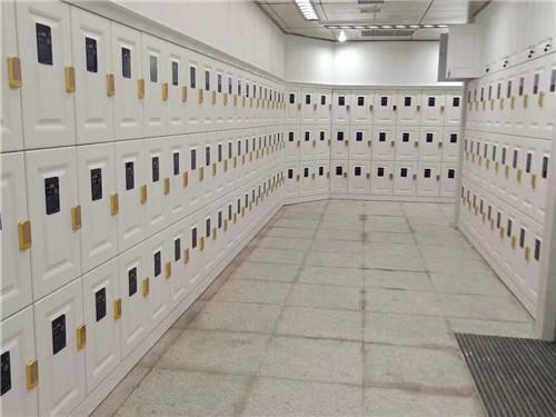 西安木質更衣櫃移門安裝過程