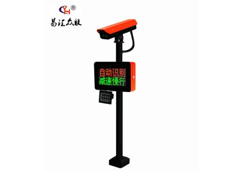 P3001(白色) (2)停车场系统采用:蜗轮蜗杆及4连杆,1.5钢板,识别系统用于4路识别,带临时计费等功能视频流判断,无需压地感识别, 精密的防砸车设计。