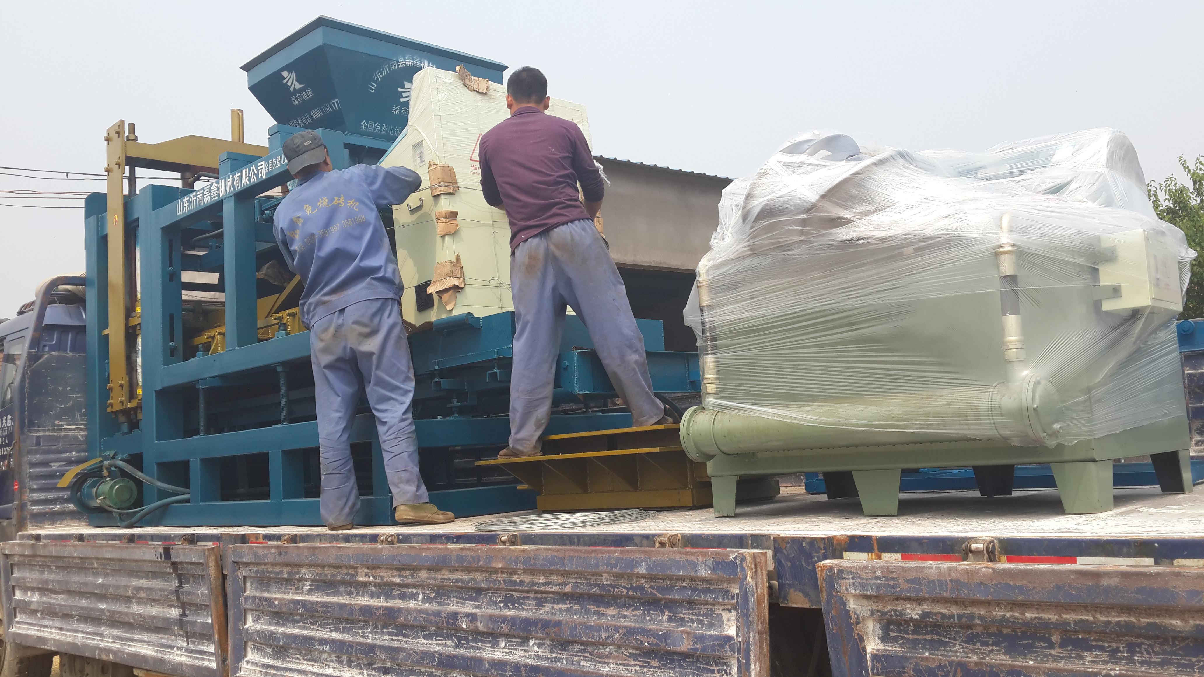 移动式液压砖机配置全自动水泥空心砖机器的效果