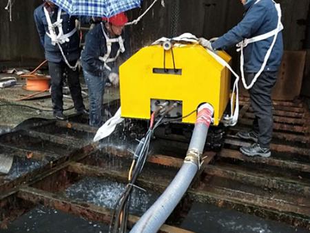在线污泥清淤机器人