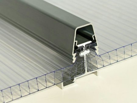 建筑行业中使用阳光板的优势!