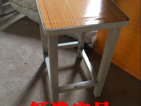 郑州课桌椅厂家  轩逸家具欢迎您